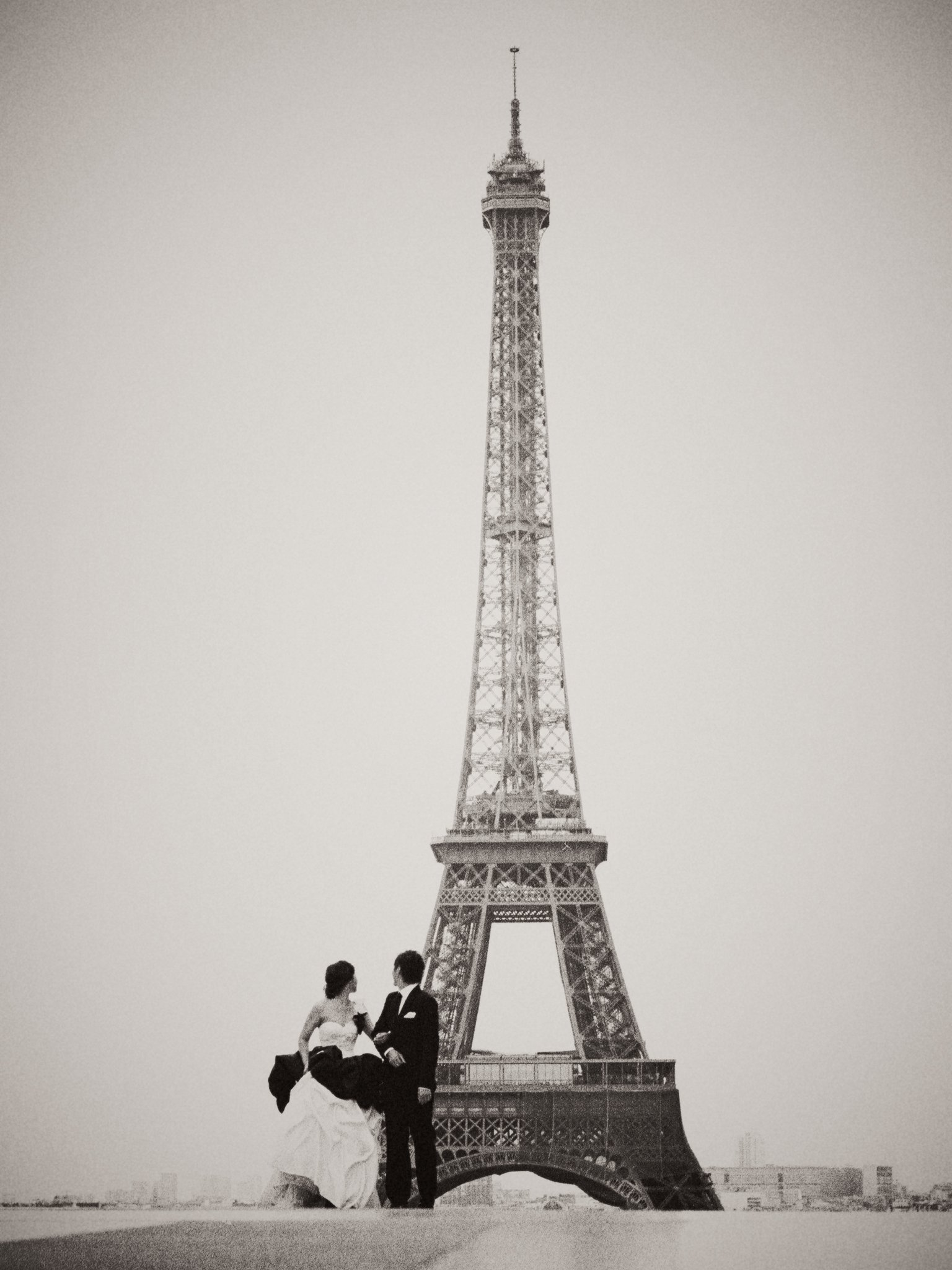 Adriel & Winnie / Paris Pre Wedding by Film Wedding Photographer Brian Ho / thegaleria